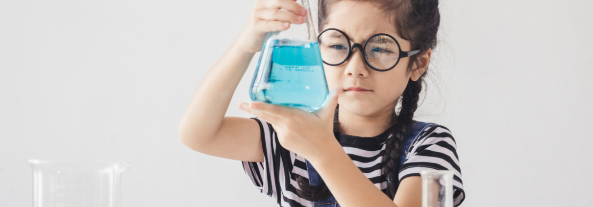 Education,Concept,-,Little,Scientists,Children,Is,Looking,At,Erlenmeyer